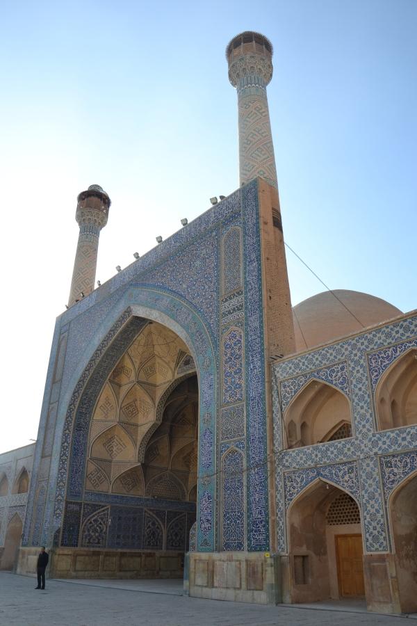 Un Iwan flanqué de ses 2 minarets